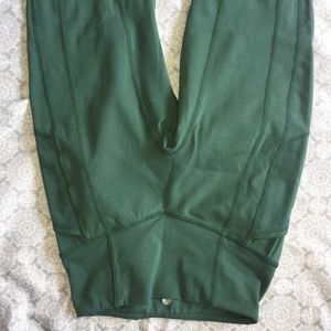 Tyc Effortless Green Heart Booty Leggings